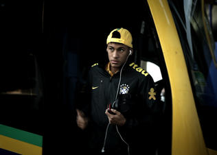 Nike-football-brasil-yellow-green-journey-neymar_preview