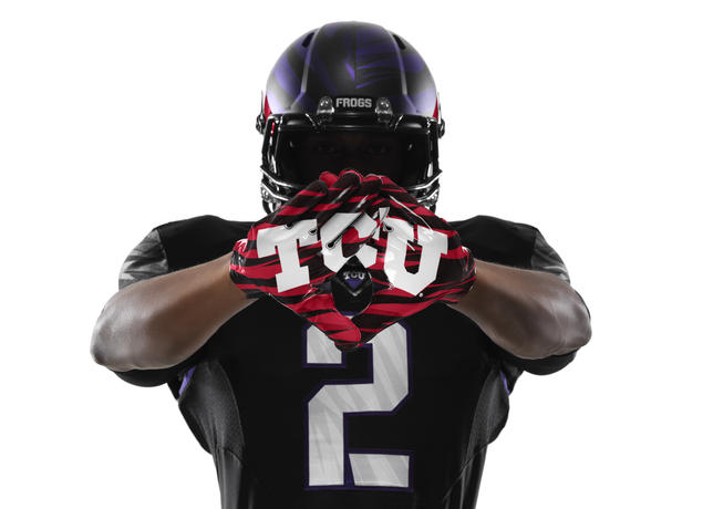 NCAA_FB13_UNIFORMS_TCU_Gloves_0005_large