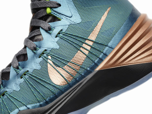 Kyrie Irving Hyperdunk 2013: Reflecting his Past and Future