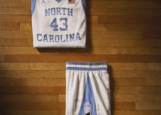 Nike_2014_ncaa_bball_kits_nc_main_v_preview