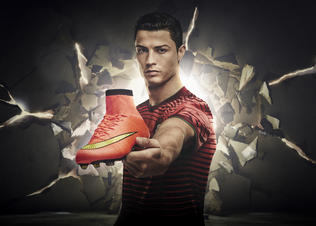 Cristiano_ronaldo_with_mercurial_superfly_preview