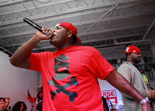Ghostface_killah_and_sheek_louch_perform_at_the_converse_cons_weapon_launch_stage_preview