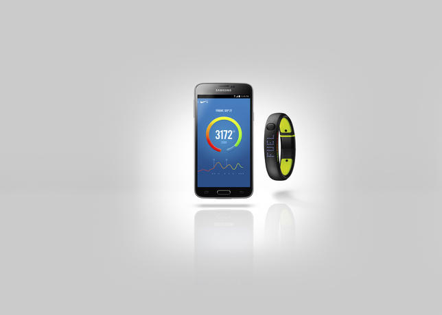 Su14_fuelband_android_hero_001_ext_hf2(1)_large