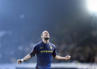 Fa14_fb_we_club_kits_mancity_ingame_away_zabaleta_001_preview
