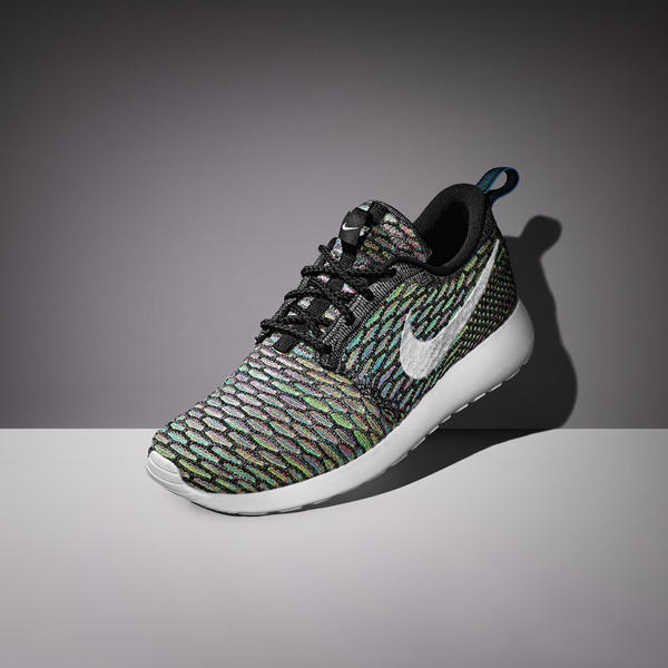 3e52e59e6672 ... by introducing Flyknit to the women s silhouette. Flyknit creates a  lightweight upper that partners naturally with the one-piece Phylon  midsole outsole.