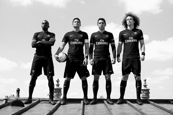 Nike Dark Light: Powerful Black Paris Saint-Germain Kit