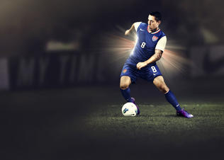 Nike-football-usmnt-away-kit-cdempsey_preview