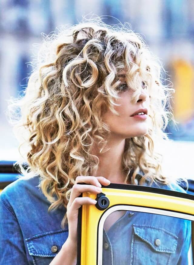 the-best-haircuts-for-girls-with-extremely-curly-hair-1620539-1452635875.640x0c