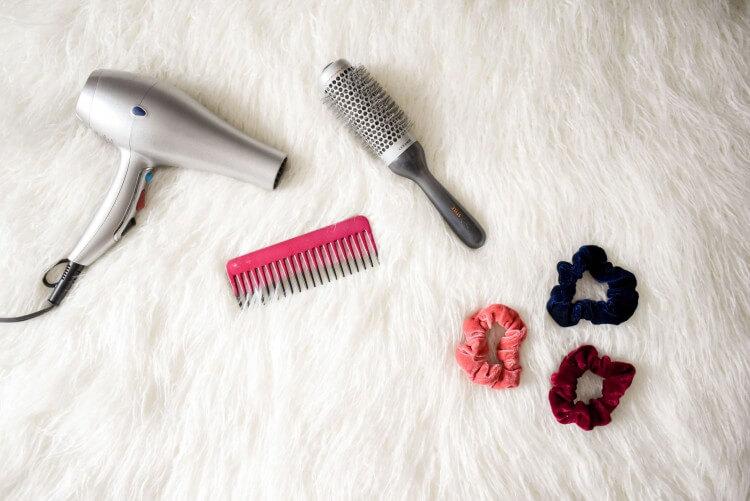 blow-dryer-brush-comb-973402 (1)