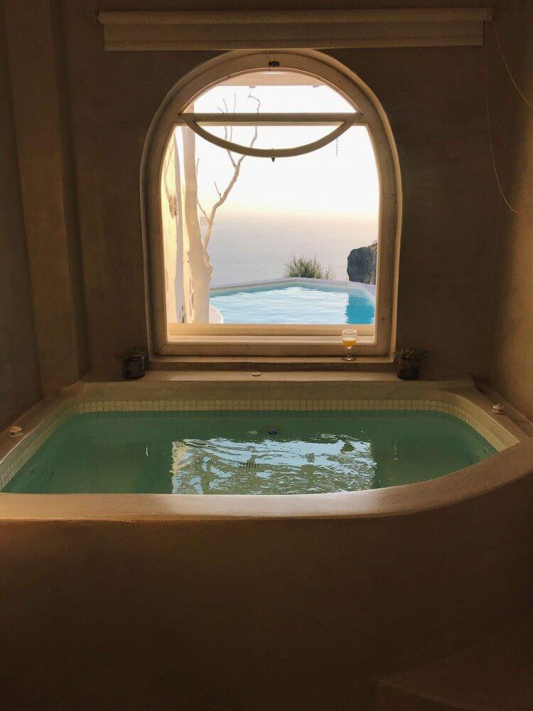 quarto-com-banheira-e-piscina (1)