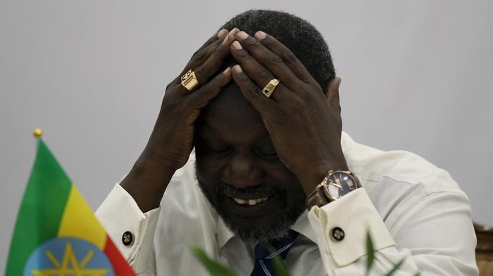 South Sudan conflict: Sacked VP Riek Machar goes into exile
