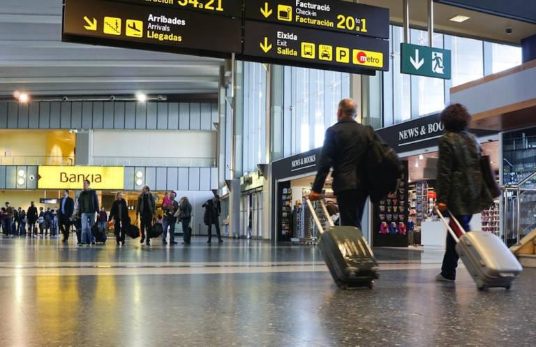 1580210728pasajeros aeropuerto manises noticiaampliada noticiaampliada noticiaampliada