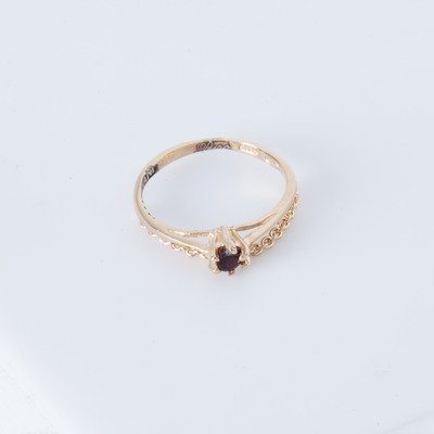 Puro Iosselliani Draped Chain Solitaire Garnet Ring