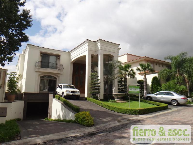 Casa en venta puerta de hierro guadalajara jalisco for Precio de puertas de hierro para casas