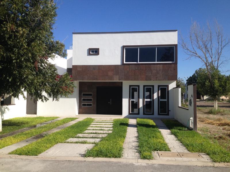 Casa en venta en heroico colegio militar n 9 parras de la for Villas universidad torreon