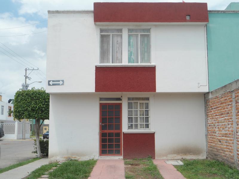Casa en renta en madre teresa de calcuta irapuato goplaceit for Casas en renta en irapuato