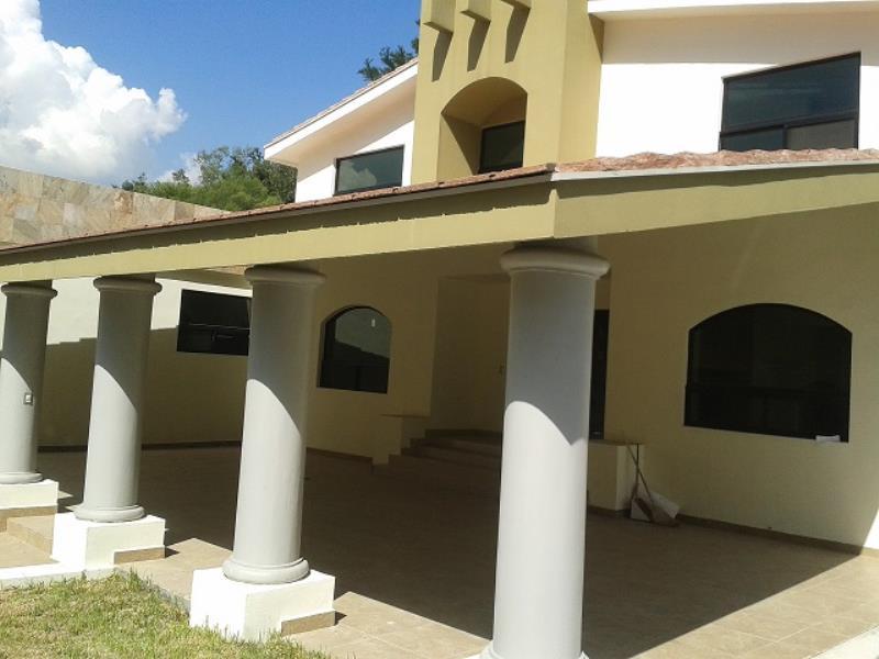 Casa en venta contry la silla 4to sect guadalupe nuevo for Contry la silla 5to sector