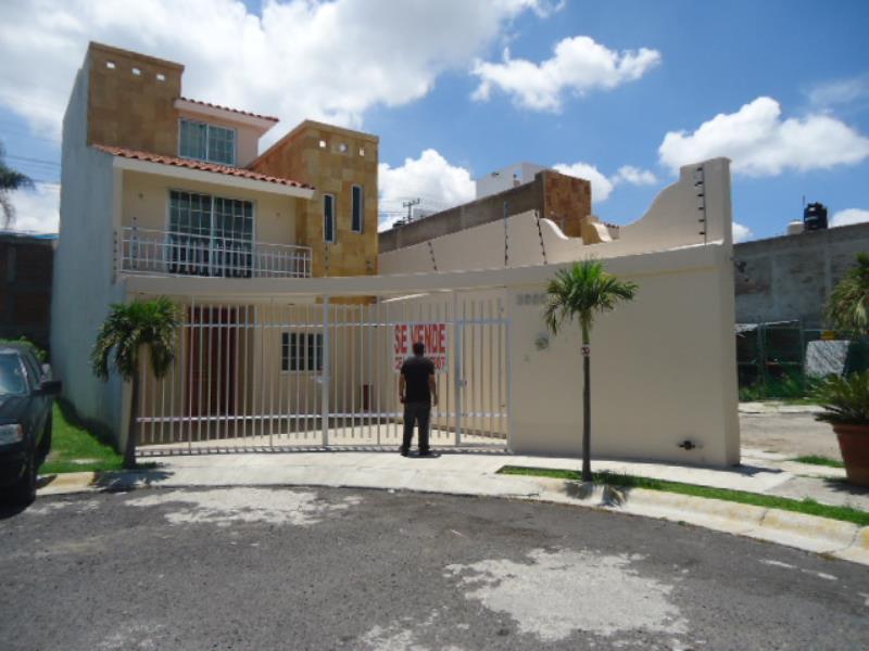 Casa en venta en residencial de la barranca guadalajara for Residencial casas jardin
