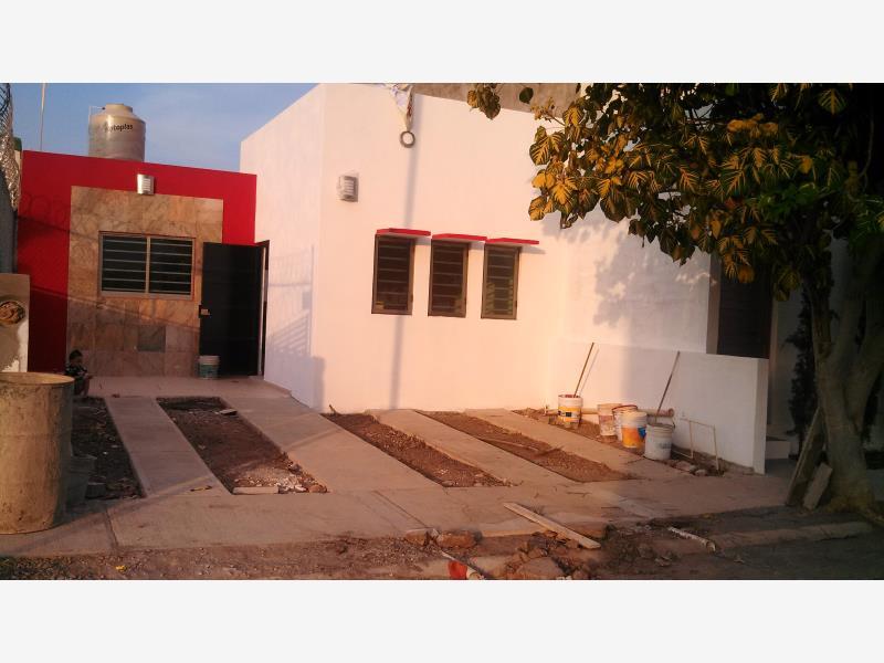 Casa en venta carlos de la madrid villa de lvarez for Jardin de la villa colima