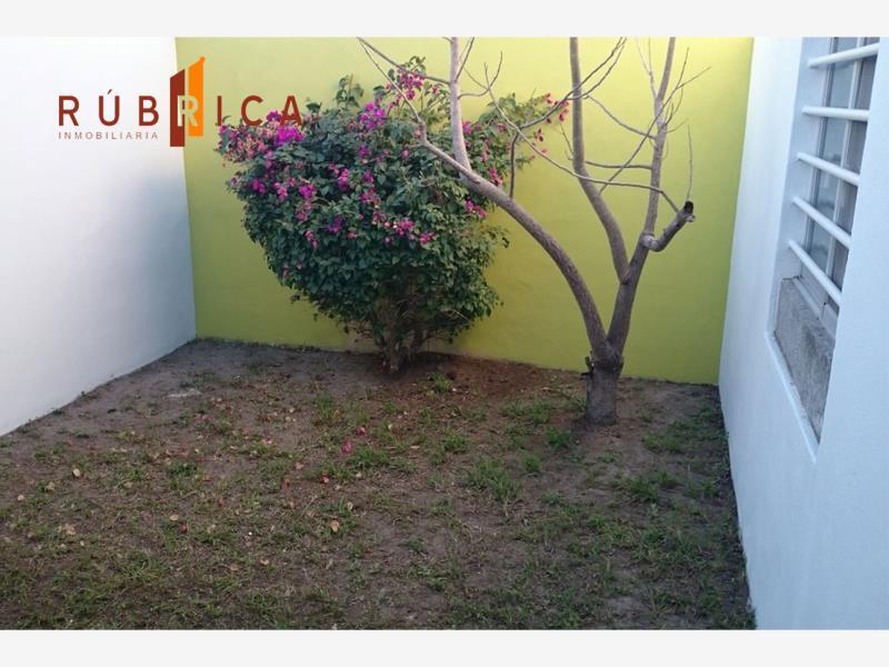 Casa en venta lomas de la herradura villa de lvarez for Jardin de villa de alvarez