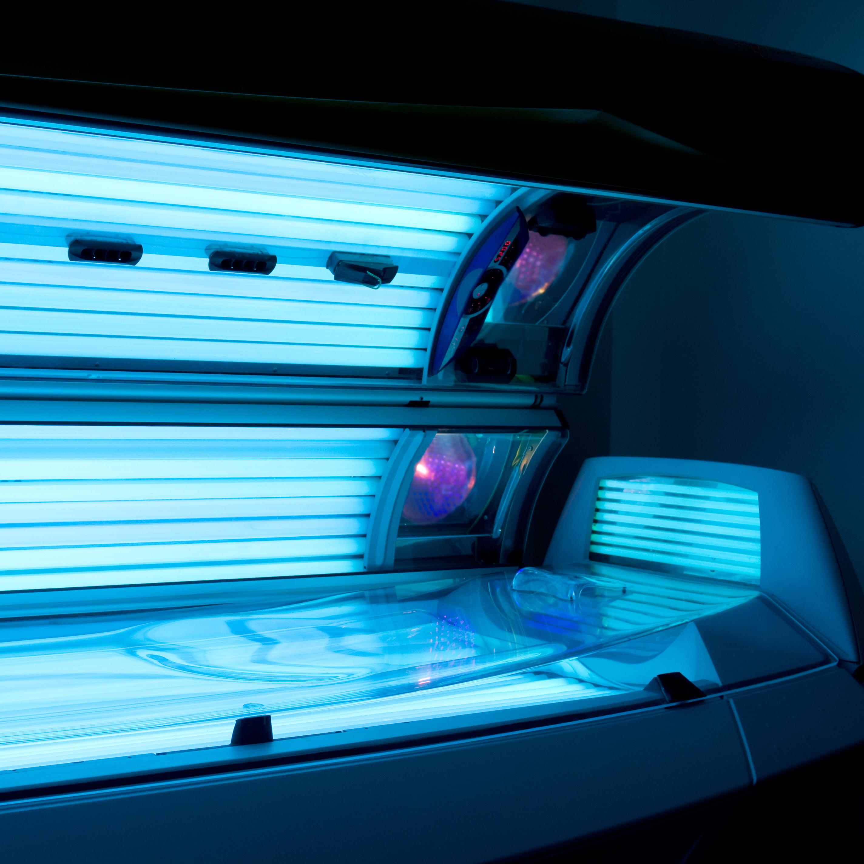 Many Tanning Salons Not Compliant With State Laws, Study Finds