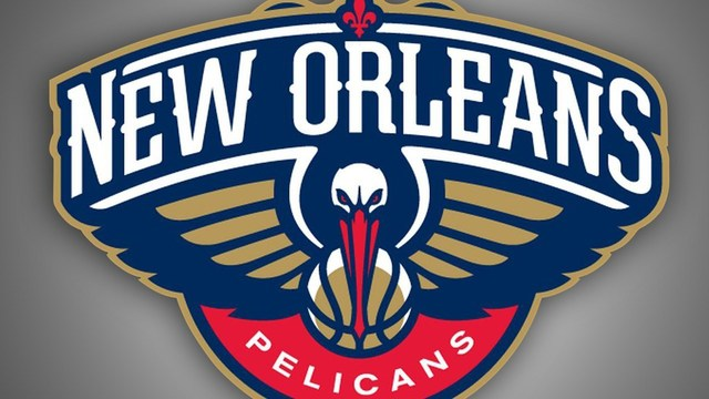 Davis turns ankle, but Pelicans roll to 10th straight win