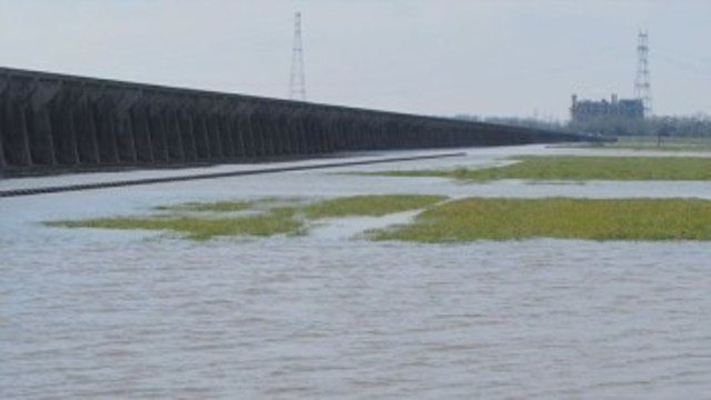 Spillway open to avoid New Orleans flood