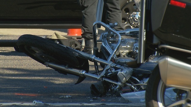 1 dead in motorcycle vs. car crash in Tigard