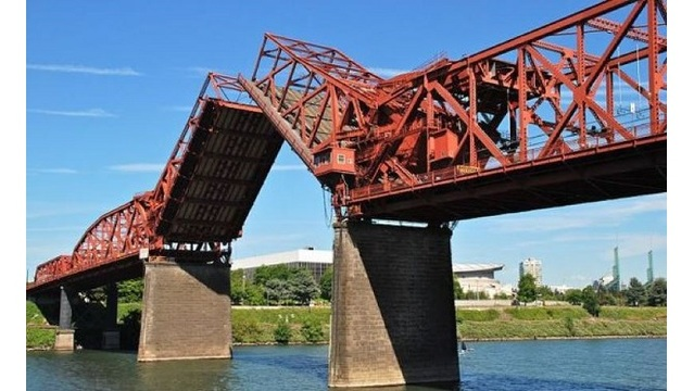 Lanes of Broadway Bridge closed for 6 months