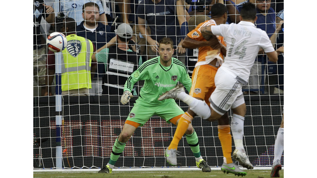 Dynamo goalkeeper Deric suspended for Timbers game