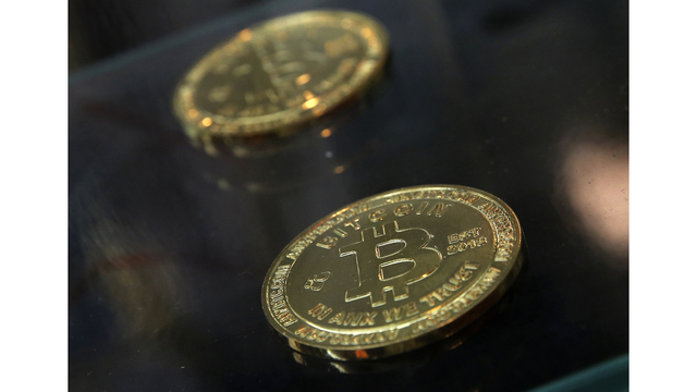 Feds: NY woman laundered bitcoin to aide Islamic State