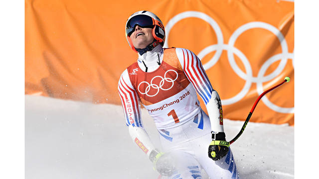 Lindsey Vonn wins bronze in her last Olympic downhill