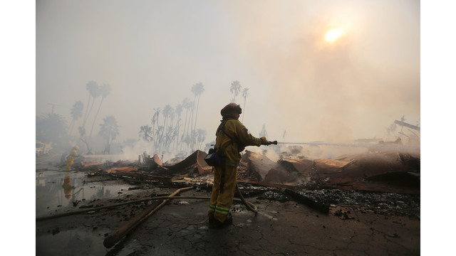 Ventura County Thomas Fire Forces Thousands to Evacuate_682246