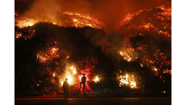 Southern California Wildfires Forces Thousands to Evacuate_683105
