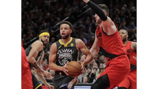 Stephen Curry leaves Warriors-Spurs early after another right ankle injury