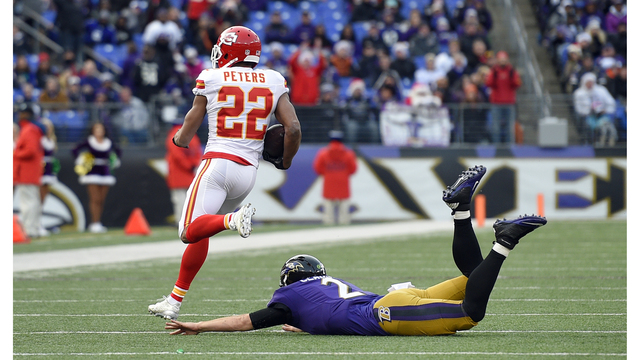 Chiefs trade Marcus Peters to Rams in exchange for draft picks