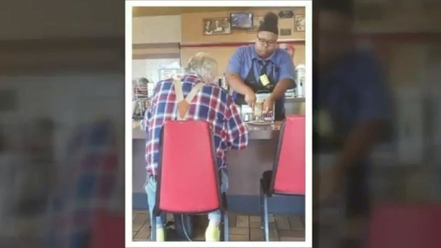 Photo of waitress helping elderly customer at Waffle House goes viral