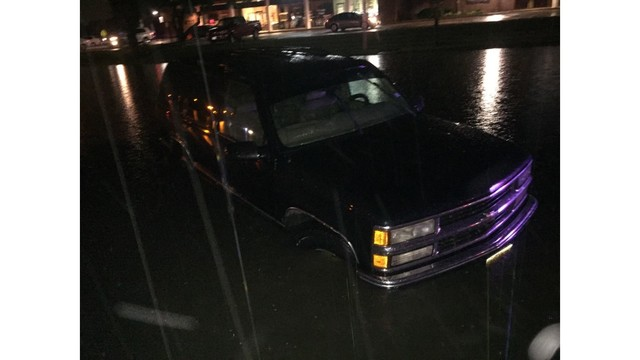 Flooding vehicle on Anderson Mill Road_294557
