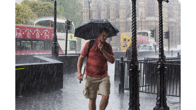 Second Day Of Torrential Rain Drowns London_586048
