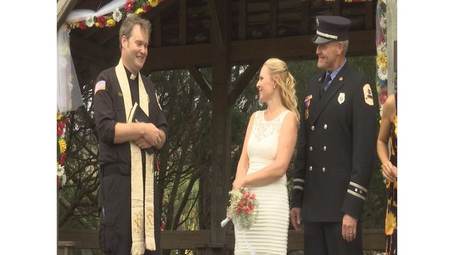 Local firefighters tie knot on Pawleys Island ahead of Hurricane Matthew