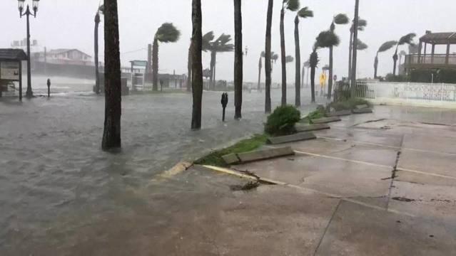 Hurricane Matthew kills 4 in Florida