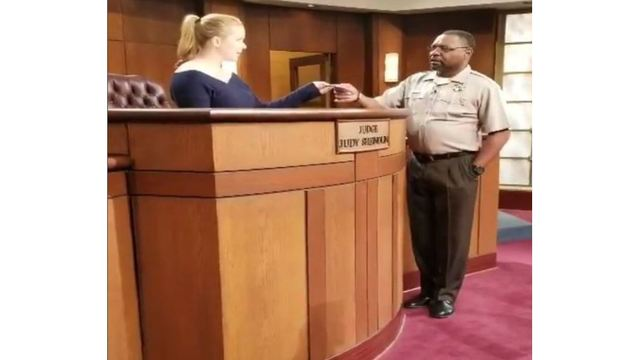 Amy Schumer sits in for 'Judge Judy'