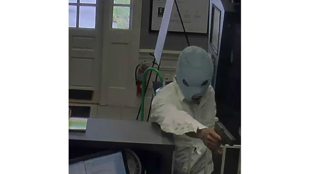 Suspect photos released in Andrews bank robbery