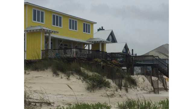 10-year-old dies after being struck by beachfront log in Alabama