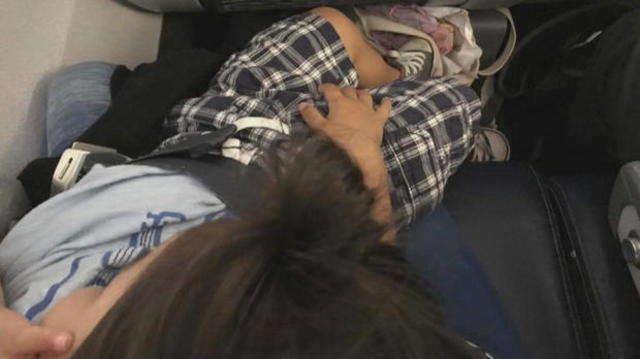 Mom says United forced her to fly with son on lap for three hours