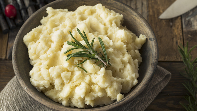 Mashed potatoes with roasted garlic
