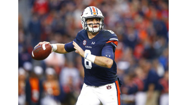 Jarrett Stidham announces intention to stay at Auburn for 2018