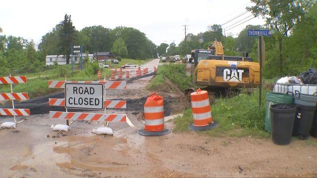Maintenance work on landslide on Highway 80 in Warren County