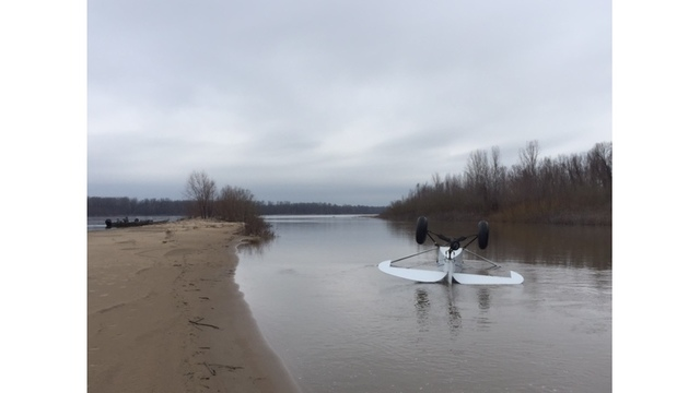 Plane crashes near Mississippi River