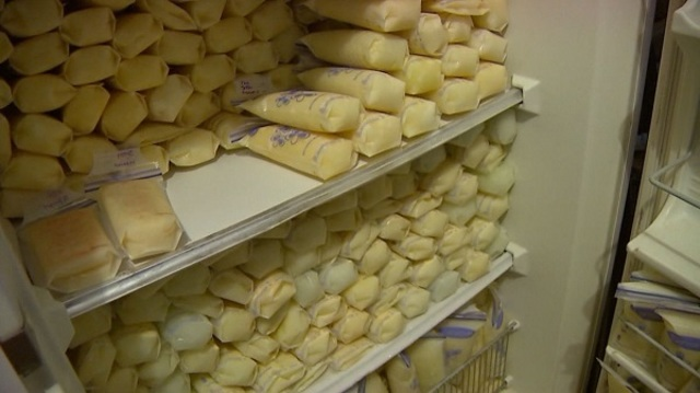 Mom Produces Over 200 Ounces of Breast Milk a Day, Donates Milk